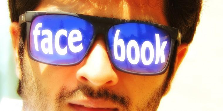 A jól bevált Facebook marketing fogások. Pucér nők és üres idézetek!